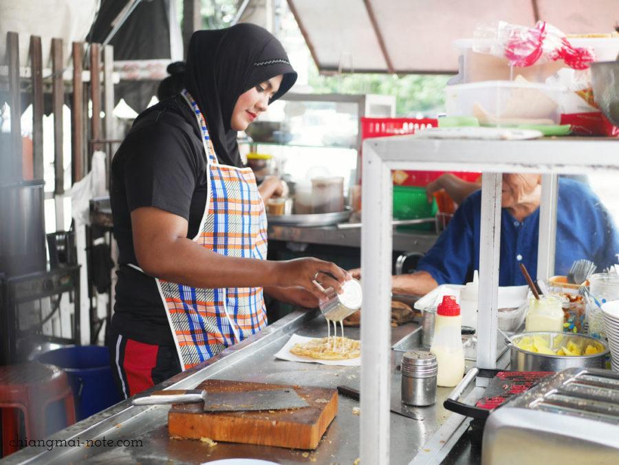 チェンマイのイスラム式【ローカル食堂】は朝から満員!