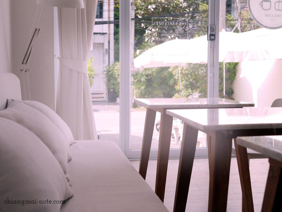 チェンマイカフェ巡り|ニマンヘミン|白い白いバリソテルカフェ