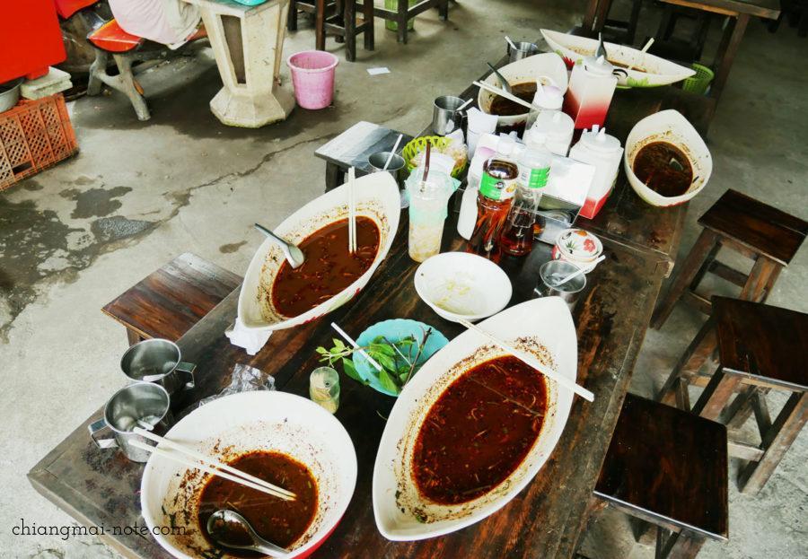 特盛でもみんな完食。美味しさの証 クィッティアオ チェンマイ チェンマイグルメ|ローカルに人気沸騰のクィッティアオ(タイラーメン)
