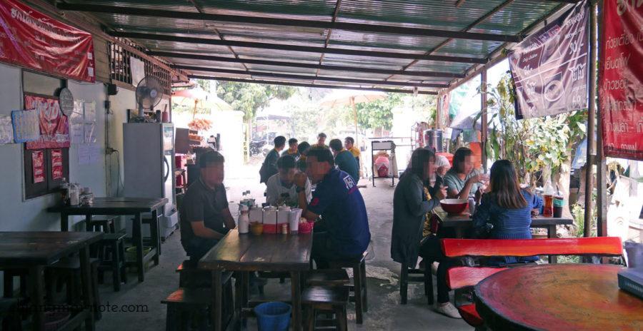 連日大繁盛。人気のタイラーメン店。big boo noodle Chiang mai チェンマイグルメ|ローカルに人気沸騰のクィッティアオ(タイラーメン)