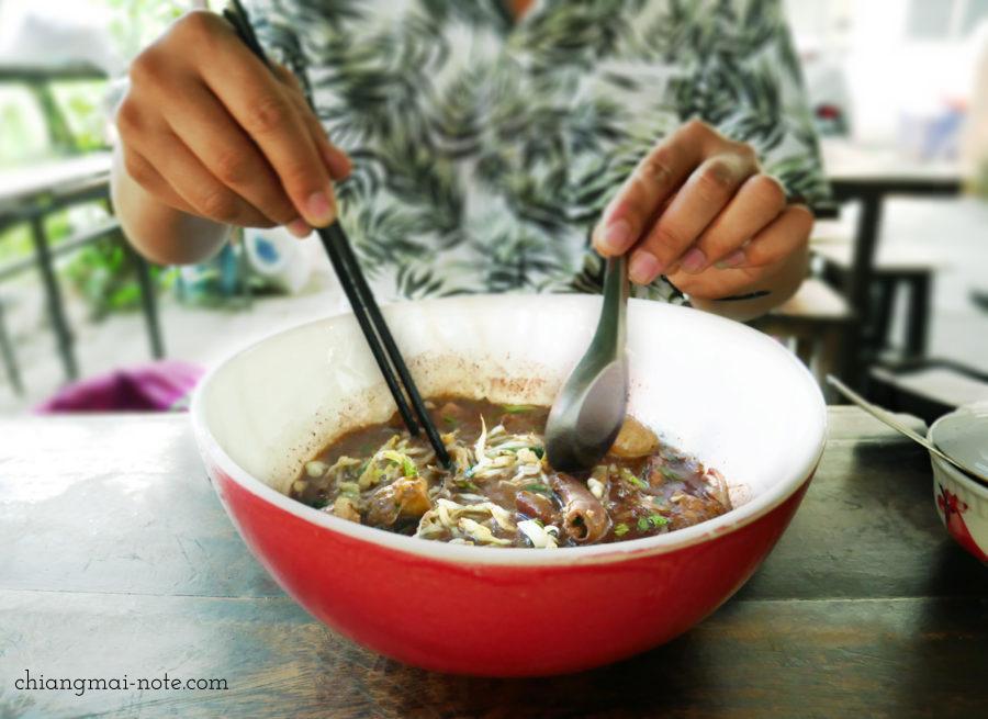 クィッティアオヌア、センレック。チェンマイの人気店 big boo noodle チェンマイグルメ|ローカルに人気沸騰のクィッティアオ(タイラーメン)