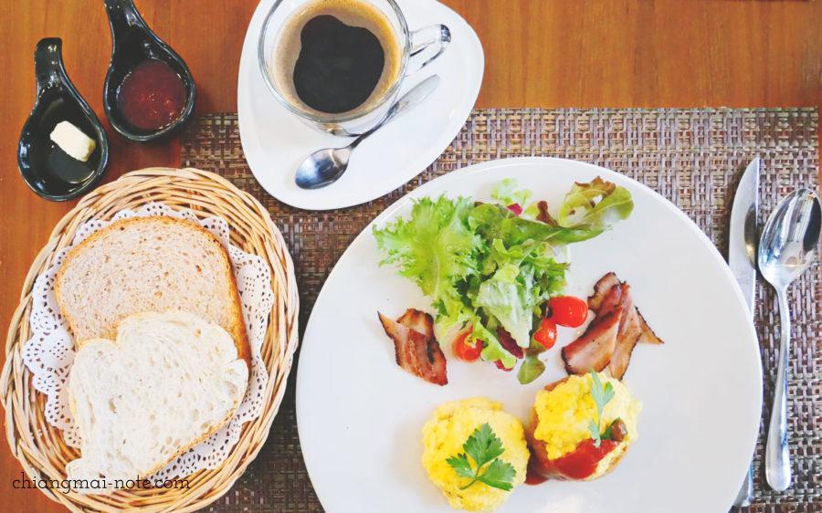 ナナジャングルの朝食セット89バーツ  Nana jungle cafe and restaurant|チェンマイで美味しいパンを食べる・買うならナナベーカリー!カフェも素敵だよ