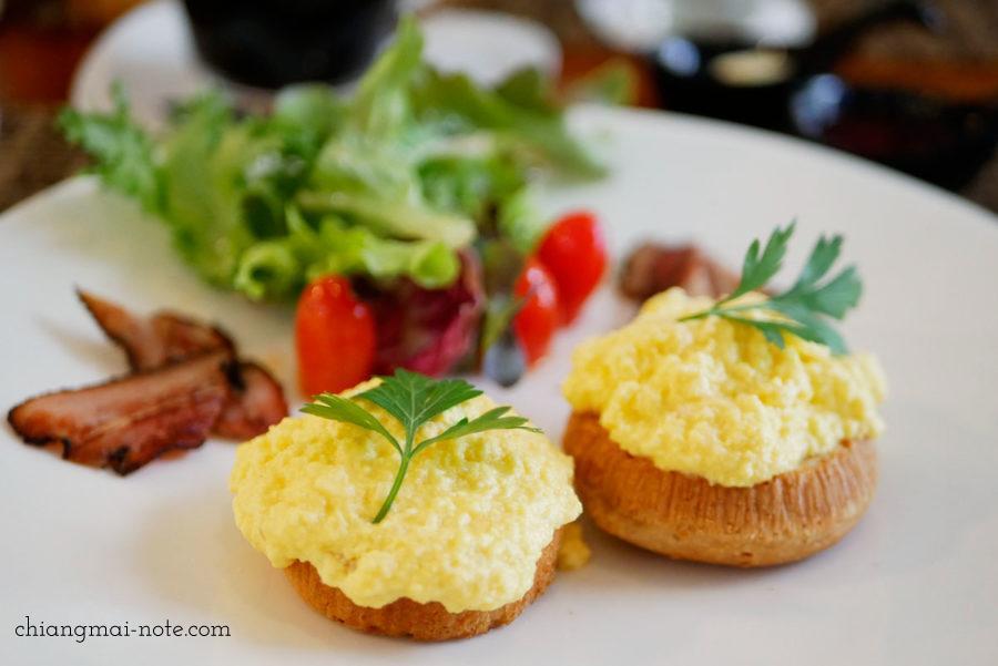 ナナジャングルの朝食セット 89バーツ  Nana jungle cafe and restaurant|チェンマイで美味しいパンを食べる・買うならナナベーカリー!カフェも素敵だよ