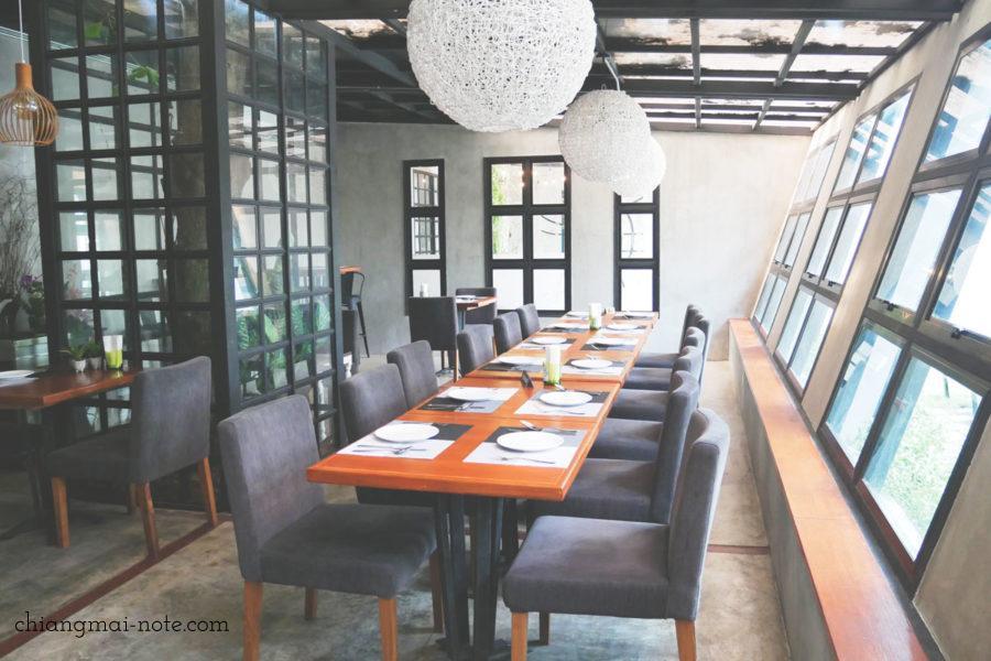 ナナジャングルカフェの店内  Nana jungle cafe and restaurant|チェンマイで美味しいパンを食べる・買うならナナベーカリー!カフェも素敵だよ