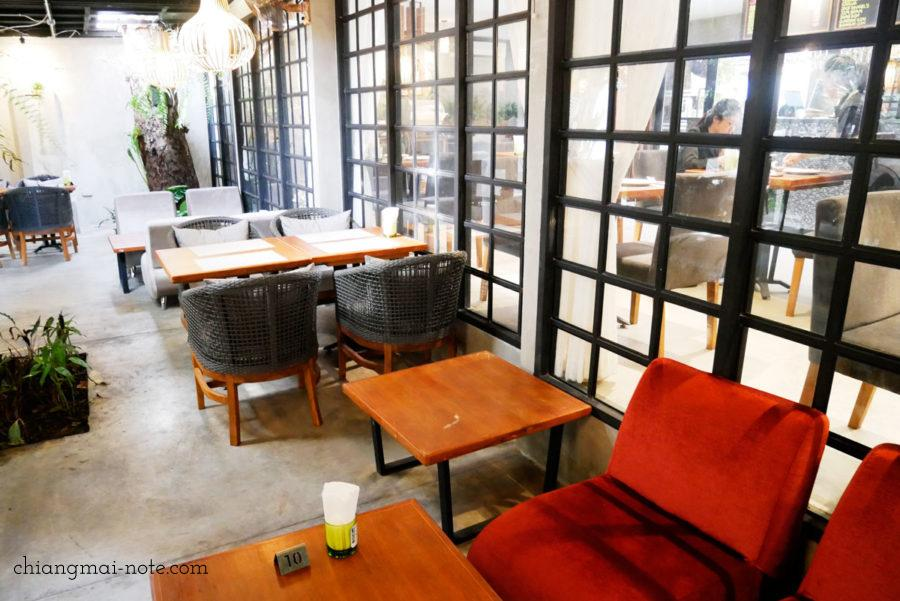 Nana jungle cafe and restaurant|チェンマイで美味しいパンを食べる・買うならナナベーカリー!カフェも素敵だよ