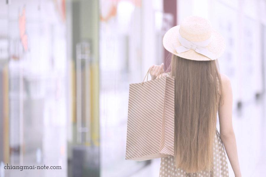 お買い物を楽しむ女性 チェンマイ