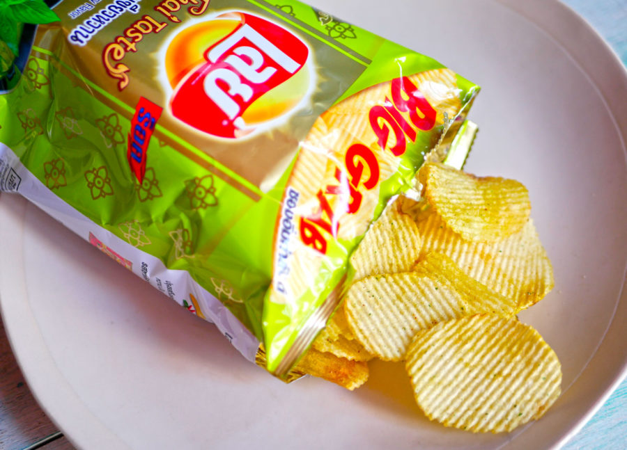 【コンビニ】お土産におすすめ「トムヤムクンとグリーンカレー 」タイらしい味のポテチ! 新商品が出たよー