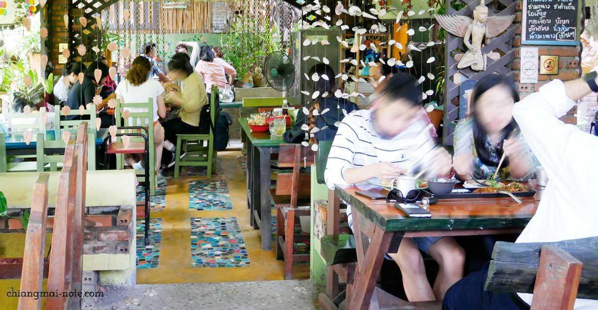 【ローカルに人気の食堂】で安くて美味しいご飯を食べよう!