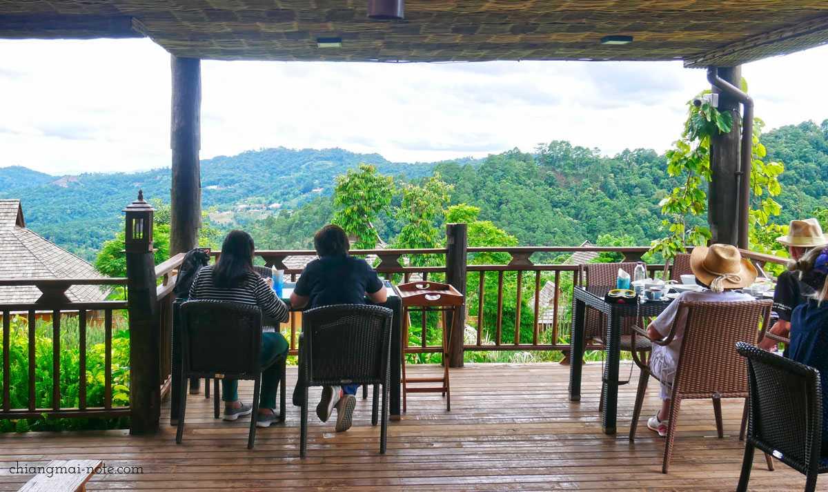 山の上のカフェタイム|マウンテンビューが素晴らしいリゾート内のレストラン