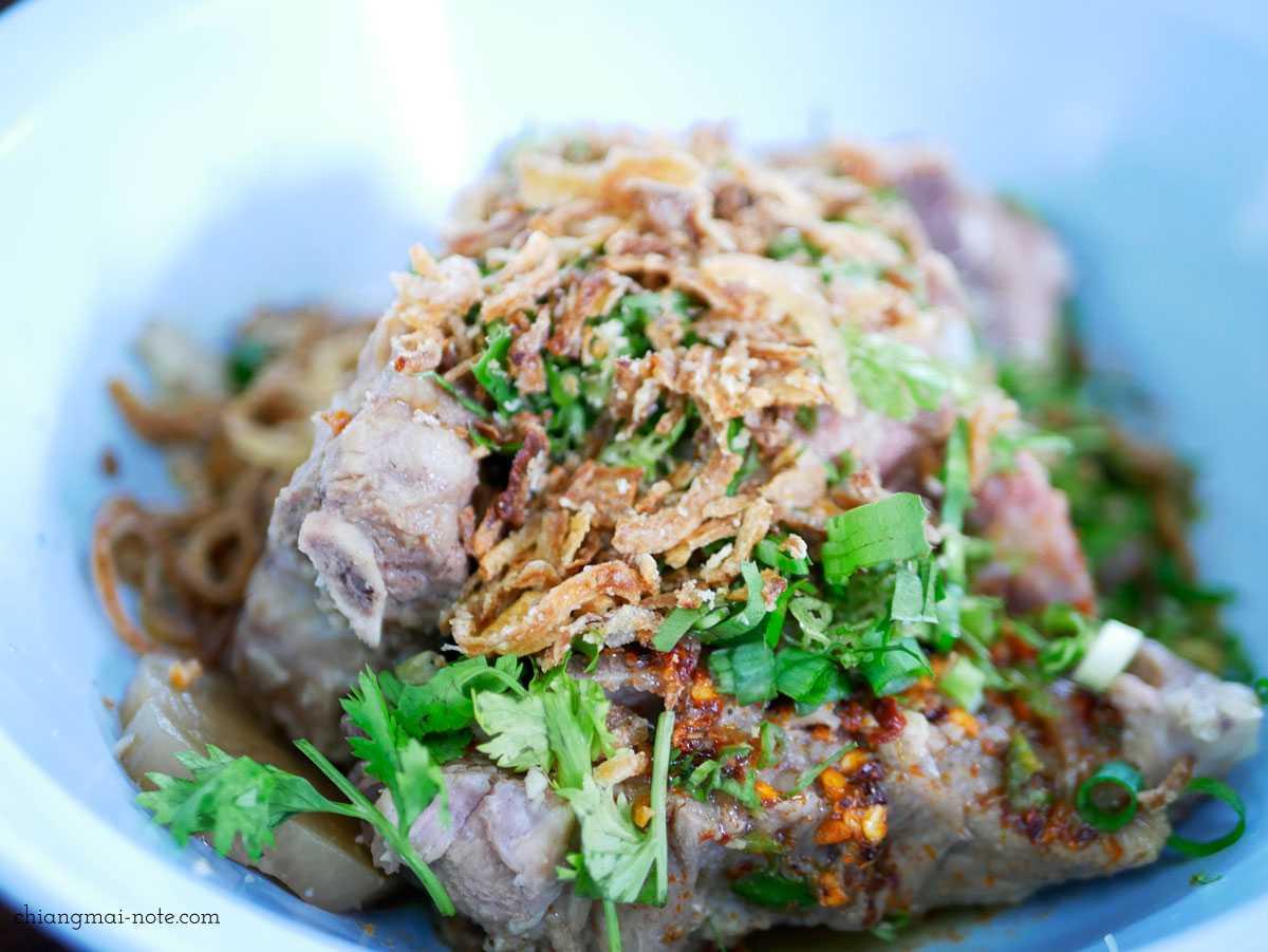 タイ料理【レンセープ】は肉好き必食!お代わり必至の美味しい豚料理の食堂|ป๊อกเล้งแซ่บ