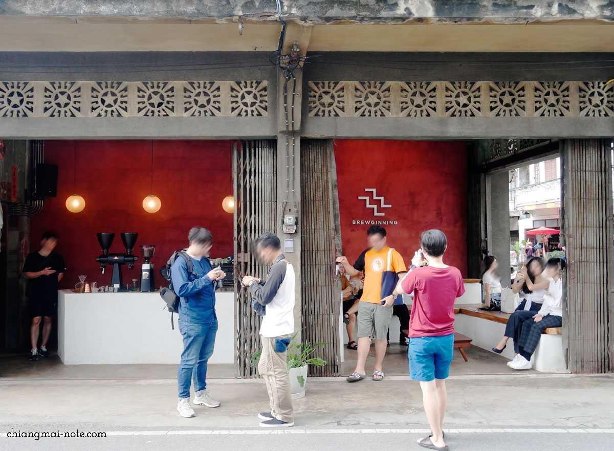 チャンモイ通りの新しいコーヒー&ライブルームがレトロでおしゃれだよ|BREWGINNING