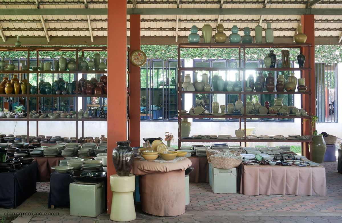 旧市街【メンラーイキルン】タイの三大陶器セラドン焼きの専門店に行ってみよう