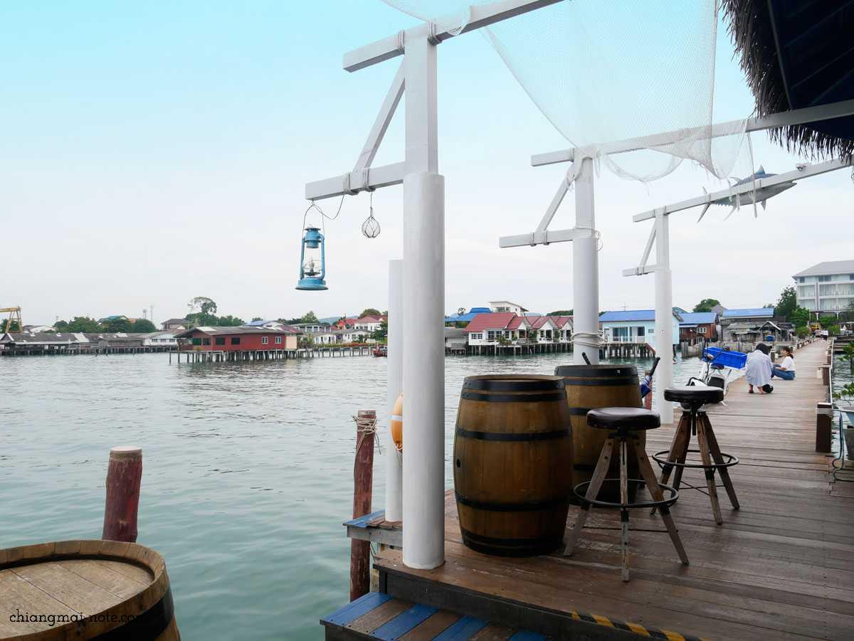 桟橋を歩いて到着する埠頭のカフェ|KEPT PIER CAFE|パタヤ
