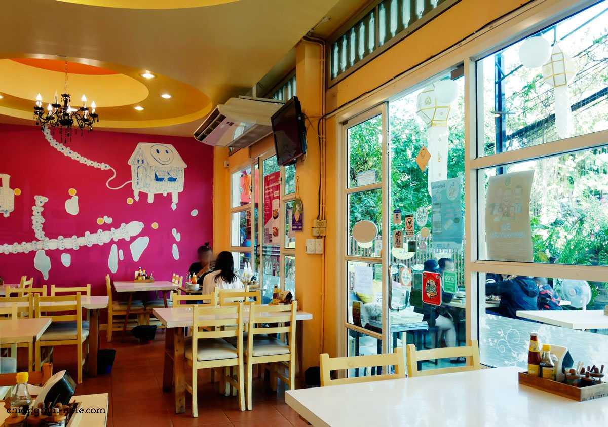 ミシュラン☆ビブグルマン受賞店|鉄板焼き麺が美味しい【KUAKAI NIMMAN】